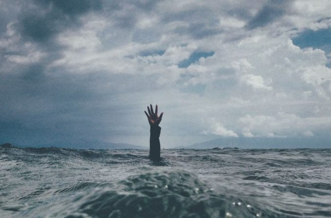 Drowning- hand reaching above sea surface; how substance abuse can lead to mental illness, Castle Craig rehab