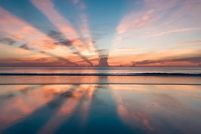 sunrise over the ocean; emotional sobriety in addiction recovery, Castle Craig rehab